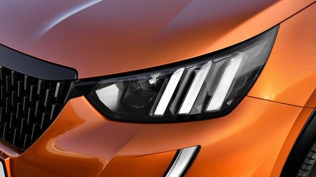 Nuevo SUV PEUGEOT 2008: faros Full LED con tres garras